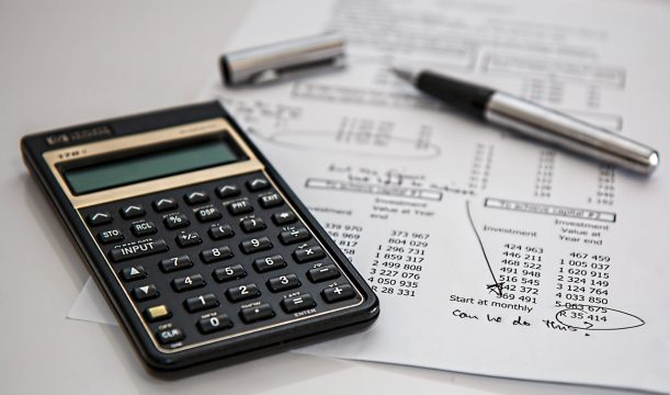 クラウドファンディングを実施した際の税金や会計処理はどうなるか?