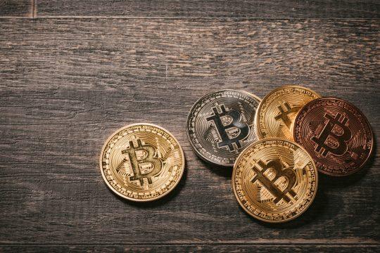 今話題の仮想通貨によるICOとクラウドファンディングの比較