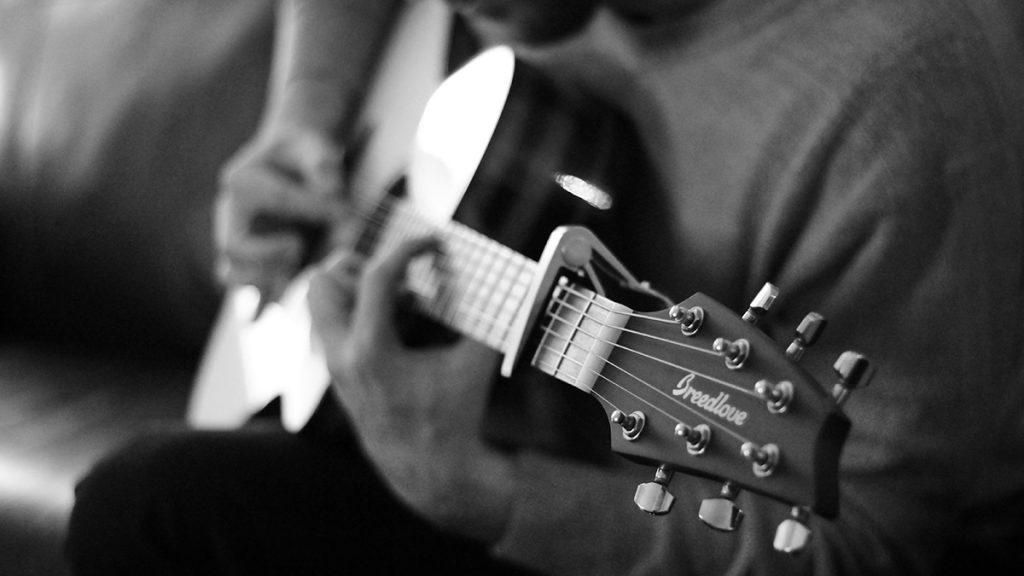 バンドマンやアーティストがクラウドファンディングを使って音楽活動をする背景とは?