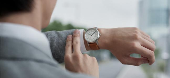 「wena wrist leather」のご紹介。時計をスマートウォッチに変える中身と仕組みとは!?